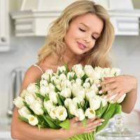 Большой букет из 51 белого тюльпана в бумаге R161